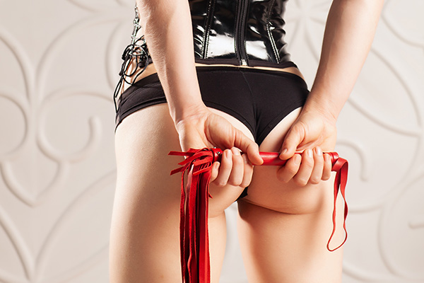 A peachy bottom and flogging crop